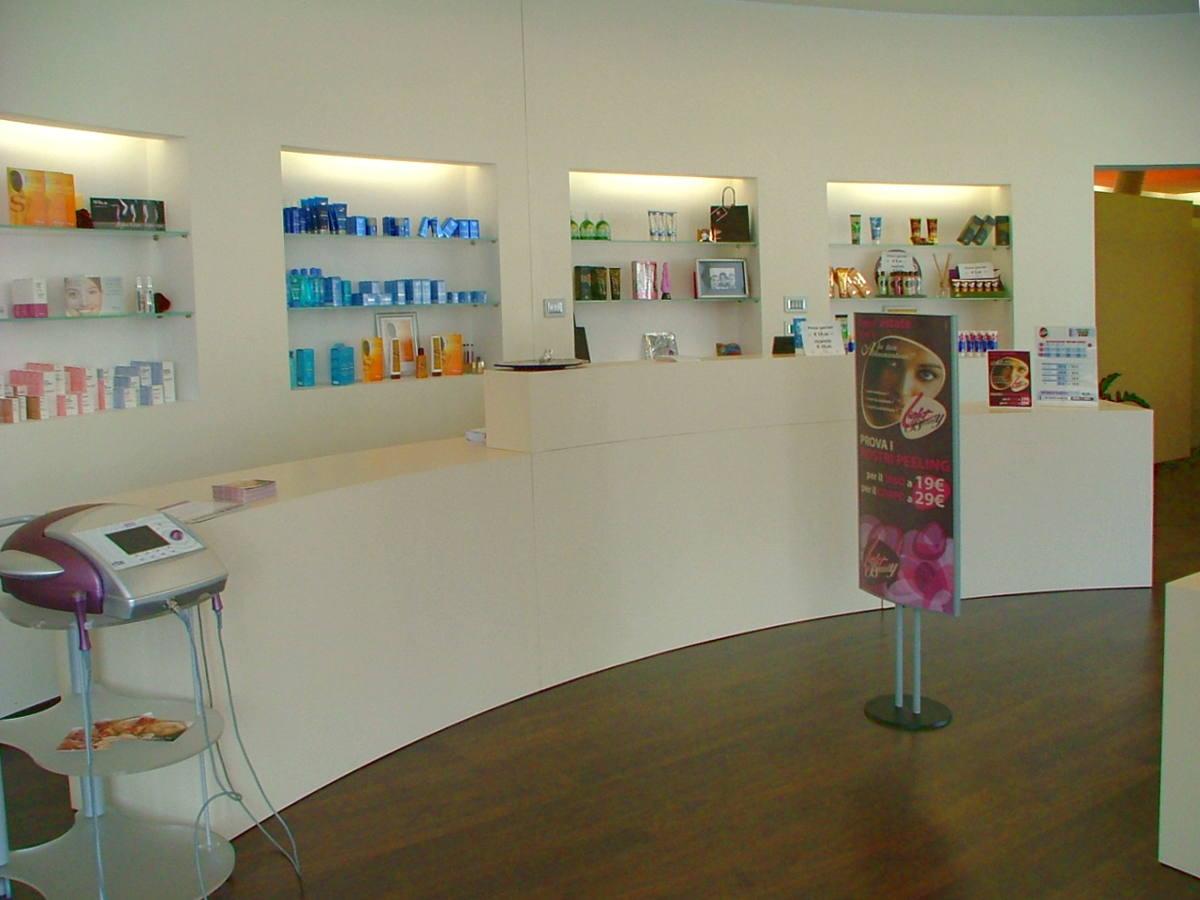 Banco centro estetico mobile artigianale Gamma Arredamenti Snc Macerata