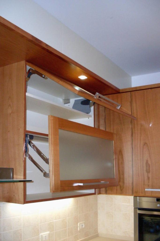 Cucina moderna particolare degli sportelli mobili artigianali Gamma Arredamenti Snc Macerata