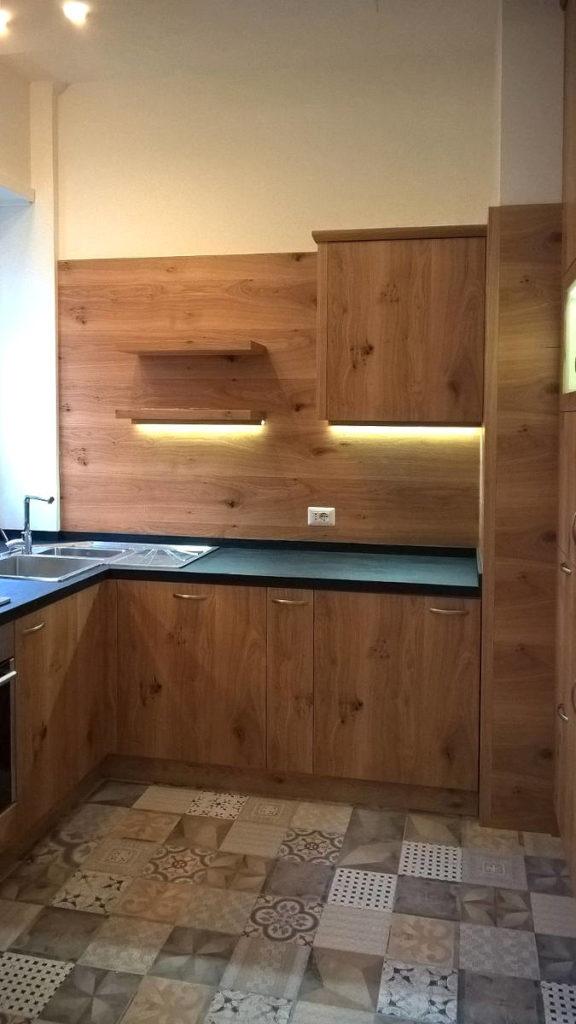 Cucina moderna illuminata mobili artigianali Gamma Arredamenti Snc Macerata
