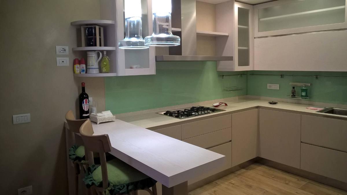 Cucina verde particolare mobili artigianali Gamma Arredamenti Snc Macerata
