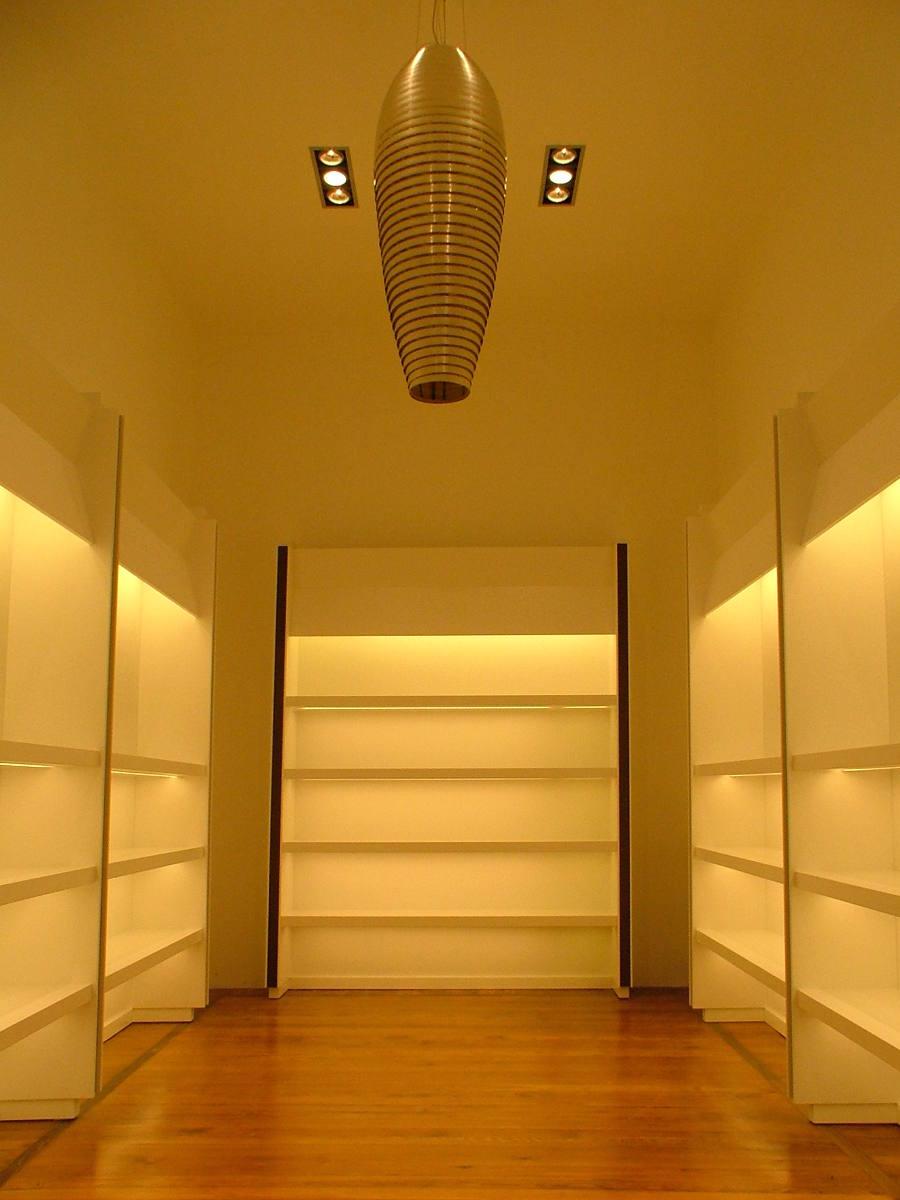 Showroom realizzato da Gamma Arredamenti Snc Macerata